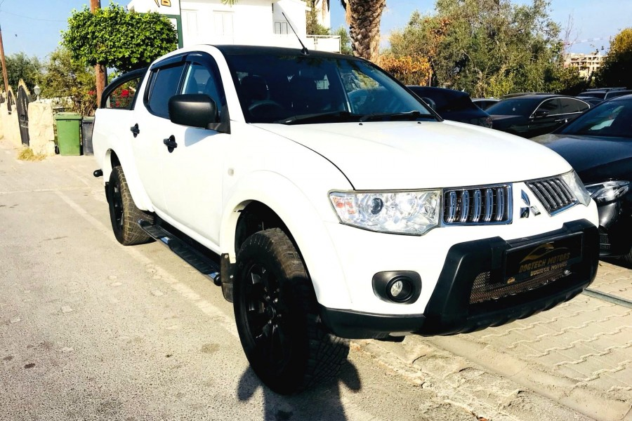 MITSUBISHI L 200 BARBARIAN BLACK EDITION